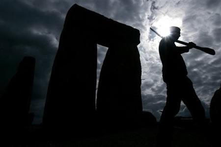 Archeology student works at Stonehenge, 3/31/08
