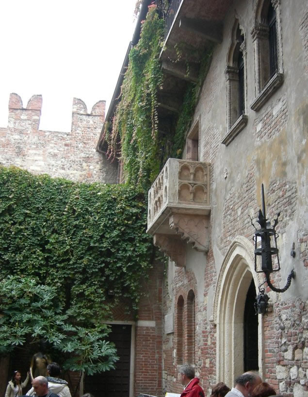 The history blog blog archive juliet s balcony for Balcony history
