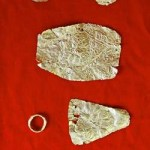 Decorated gold fold pieces