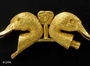 Gold duck heads from Qatna