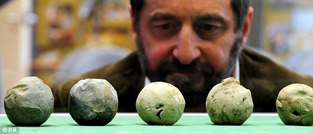 Lead cannon balls from Bosworth site