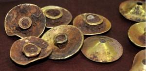 Gold 'vathulu' (earware), 13th century