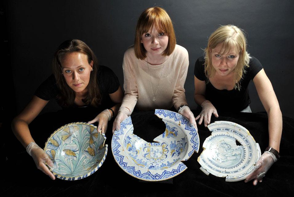 17 century Delftware bowls found in Southwark