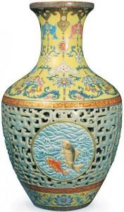 Chinese Qianlong fish vase, ca 1740
