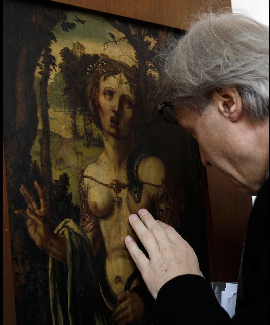 Art expert Vittorio Sgarbi examines &#039;Suicide of Cleopatra&#039; by Albrecht Durer