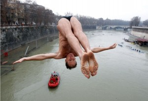 Marco Fois jumps off Cavour Bridge