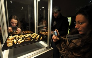 Bronze Age gold on display in Hanover