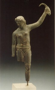 Is this bronze statue depicting a female gladiator?