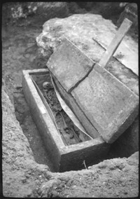 Coffin discovered on Fortescue Road in Arbury, August 1952