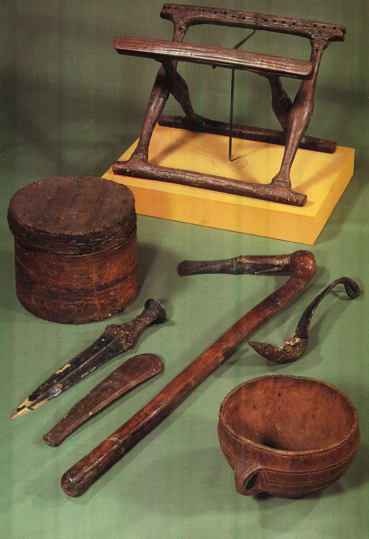 Ancient egyptian furniture - Artifacts Found In The Bronze Age Burial At Guldh J Jutland