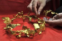 Gold wreath and armband confiscated from looters in Asprovalta, Greece