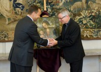 Minister Radosaw Sikorski hands Cranach &quot;Madonna&quot; to Bishop Andrzej Siemieniewski