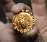 Thracian gold ring or brooch