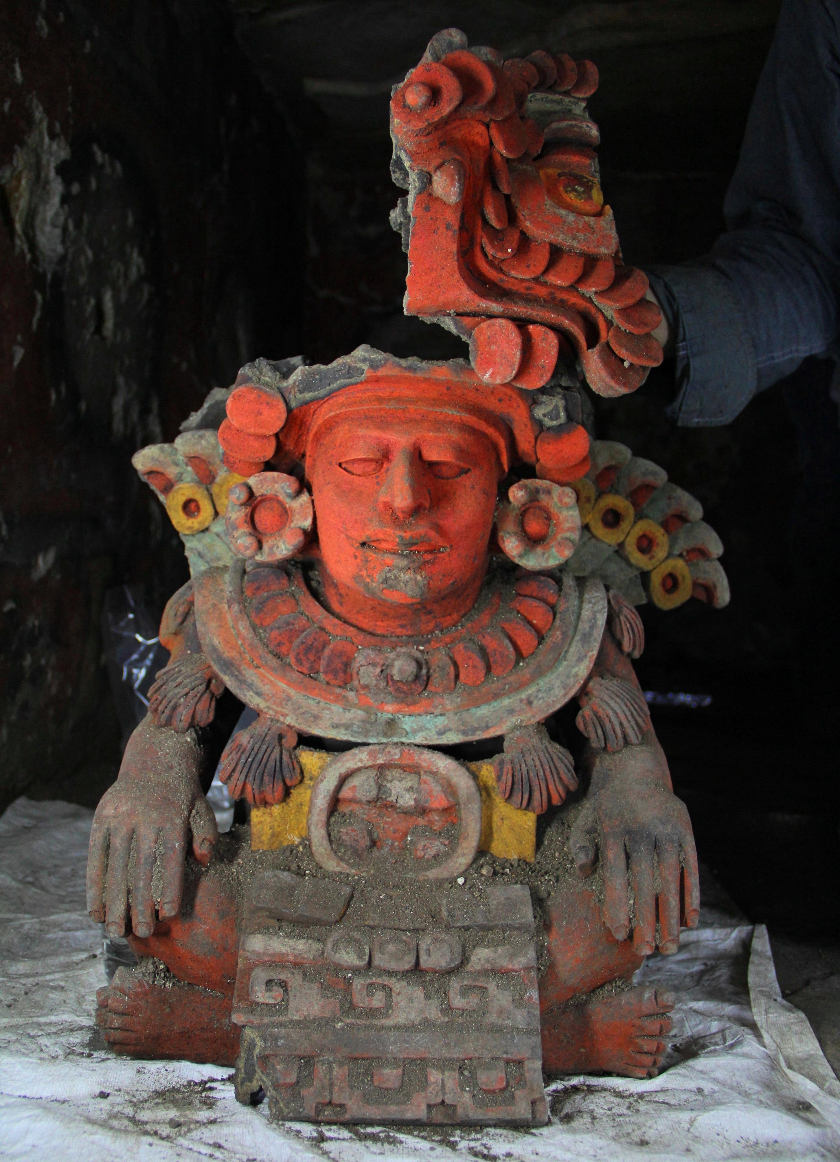 Atompa effigy potZapotec Tombs