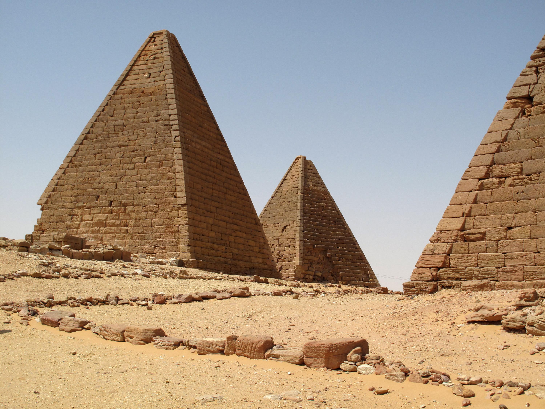 http://www.thehistoryblog.com/wp-content/uploads/2013/02/Gebel-Barkal-pyramids.jpg