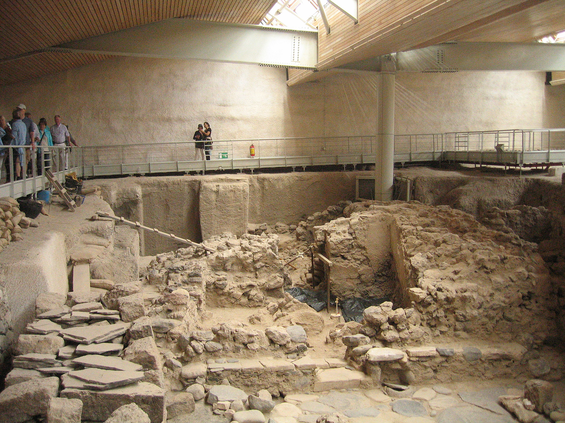 New ritual objects found in ancient Santorini public building