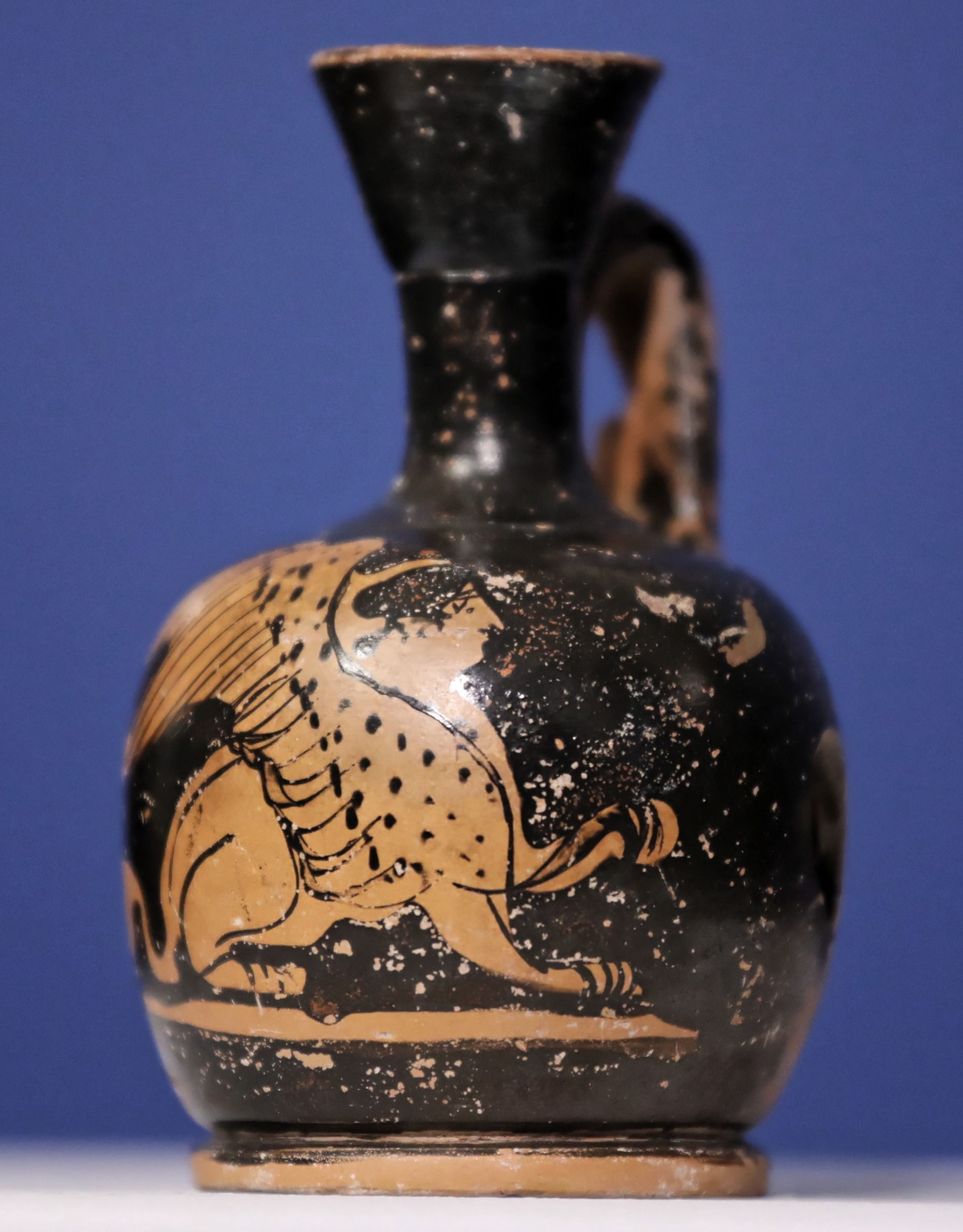 Greek vase looted from Warsaw museum during WWII returned