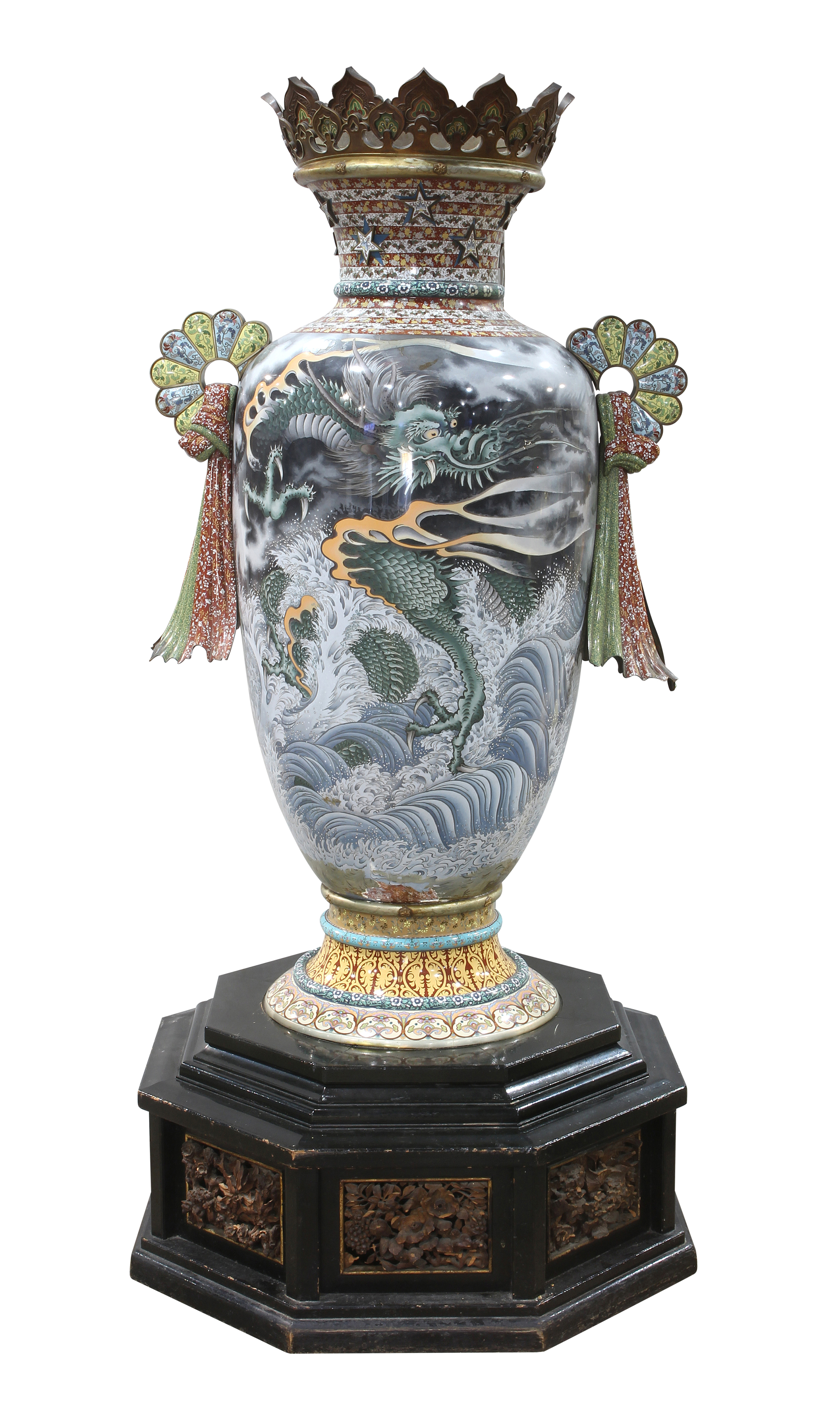 "Huge Japanese urn ""lost"" for 100 years and found in fish restaurant sells big"