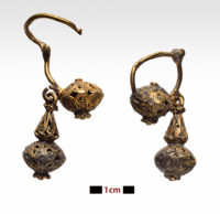 Gold filigree earrings. Photo by P. Vezyrtzis, courtesy the Greek Ministry of Culture.