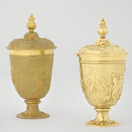Gilt copper replica (left) and original gold cup (right). Photo courtesy the Rijksmuseum.