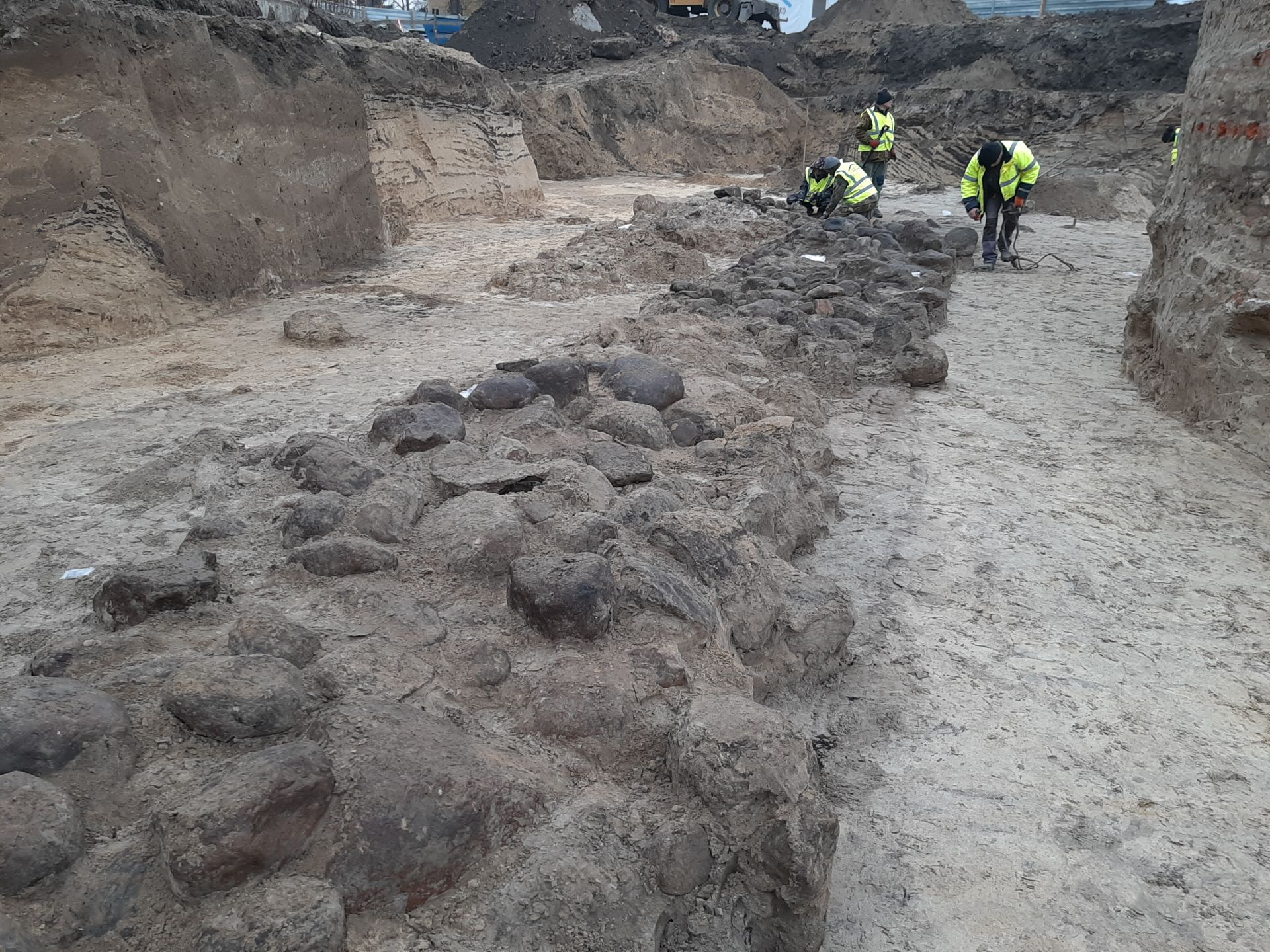 Massive 10th c. wall points to first Polish capital