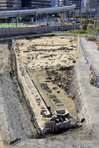 Panoramic view of the graveyard from the north. Photo courtesy Osaka City Cultural Properties Association.