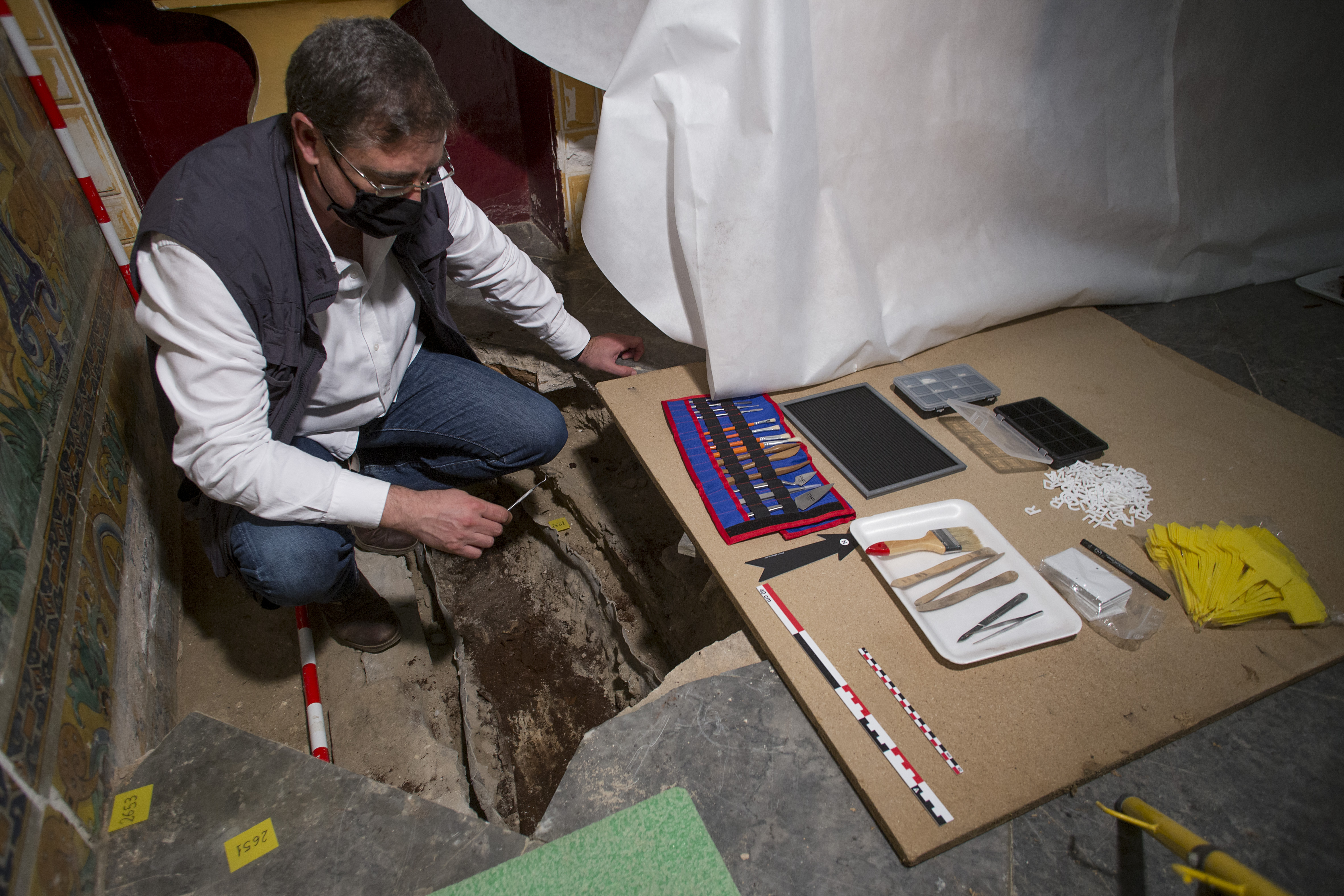 Medieval child found buried in Alcázar palace