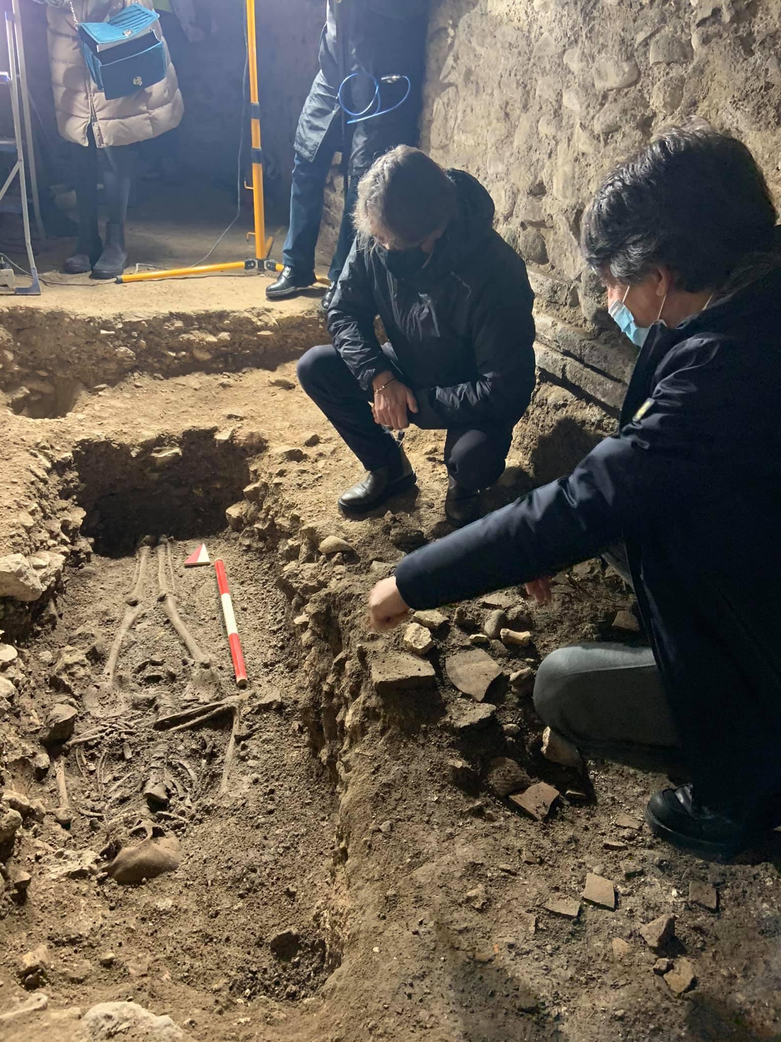 Four burials found under Verona Arena archways